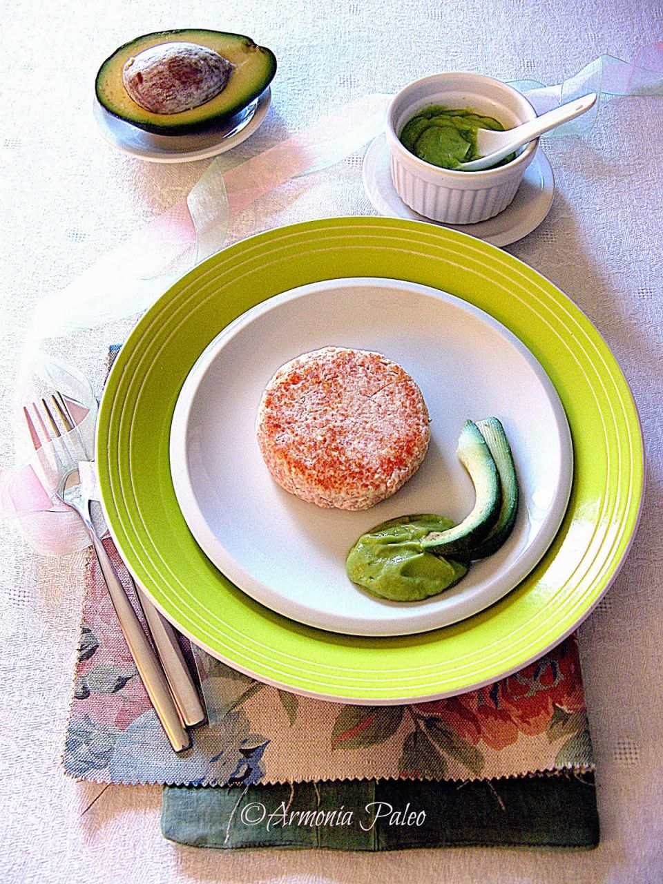 Hamburger di Albumi Sodi con Mousse di Avocado